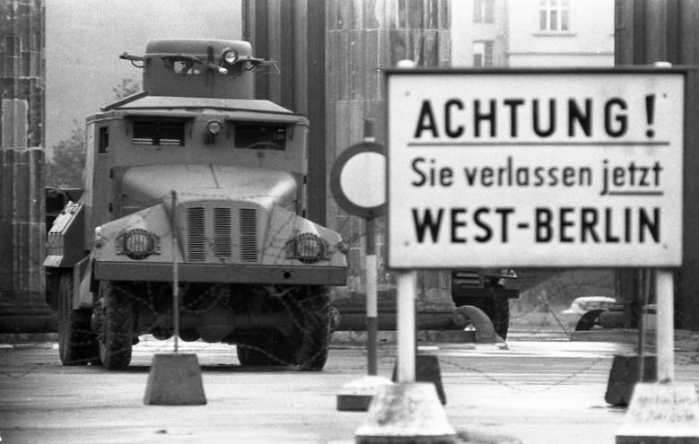 1961: eine Mauer wird gebaut