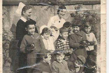 Ostern im Kindergarten - Ich bin unten der 2. von rechts